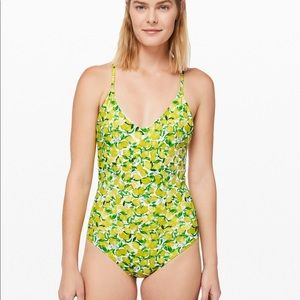 Weave The Waves One-Piece, sz4 NWT